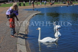 UK, LONDON, Kensington Gardens, Round Pond and swans, UK10011JPL