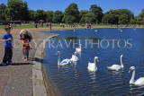 UK, LONDON, Kensington Gardens, Round Pond and swans, UK10012JPL