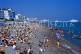 UK, Sussex, EASTBOURNE, crowded beach, Pier in background, UK4380JPL