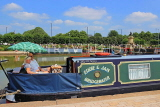 UK, Warwickshire, STRATFORD-UPON-AVON, Stratford Canal Basin, couple in houseboat, UK25534JPL