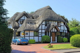 UK, Warwickshire, STRATFORD-UPON-AVON, country house with thatched roof, UK25378JPL