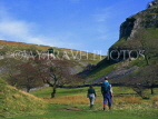 UK, Yorkshire, The Dales National Park, walkers near Appletreewick, UK5184JPL