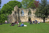 UK, Yorkshire, YORK, Museum Gardens, St Mary's Abbey ruins, people enjoying a sunny day, UK3243JPL