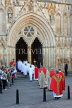 UK, Yorkshire, YORK, York Minster, Sunday Easter parade, clergy and congregation, UK3271JPL