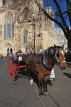 UK, Yorkshire, YORK, horse drawn carriage, by York Minster, UK3161JPL