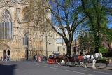 UK, Yorkshire, YORK, horse drawn carriage rides, by York Minster, UK3159JPL