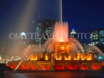 USA, Illinois, CHICAGO, Buckingham Fountain and night skyline, CHI711JPL