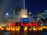 USA, Illinois, CHICAGO, Buckingham Fountain and night skyline, CHI712JPL
