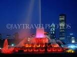 USA, Illinois, CHICAGO, Buckingham Fountain and night skyline, CHI715JPL