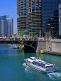 USA, Illinois, CHICAGO, Chicago River, tour boat, State Bridge and Marina Towers, US3314JPL