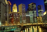 USA, Illinois, CHICAGO, Downtown skyline and Chicago River, night view, CHI840JPL