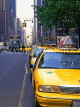 USA, New York, MANHATTAN, Fifth Avenue and taxis, US3825JPL