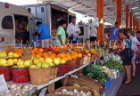 USA, Texas, DALLAS, Farmers Market, fruit and vegetable stalls, DAL206JPL