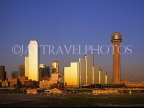 USA, Texas, DALLAS, skyline (evening light), Reunion Tower (right), DAL19JPL