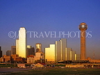USA, Texas, DALLAS, skyline (evening light), Reunion Tower (right), NCNB Tower (left), DAL16JPL