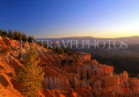 USA, Utah, BRYCE CANYON, evening light on limestone and clay formations, US3459JPL